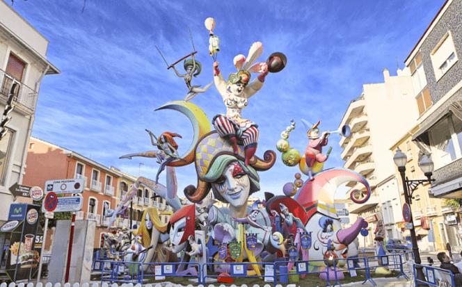 Dénia, la ciudad que emociona con sus fiestas